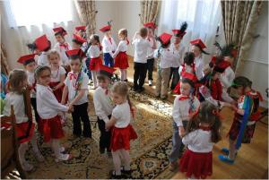 Przedszkolaki z Biało - Czerwoną